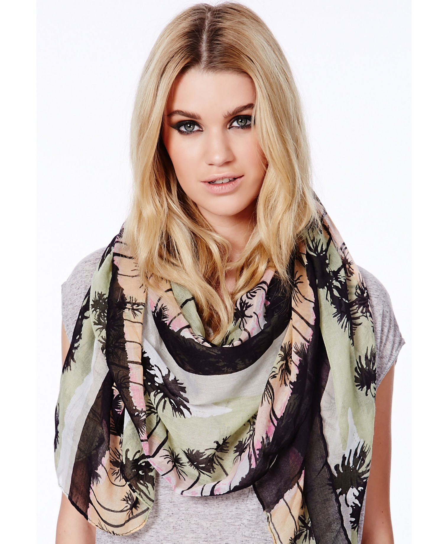 Ulca scarf in palm tree print